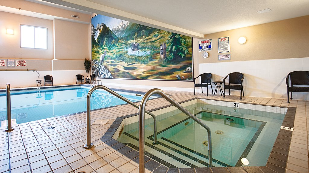indoor-pool-and-hot-tub